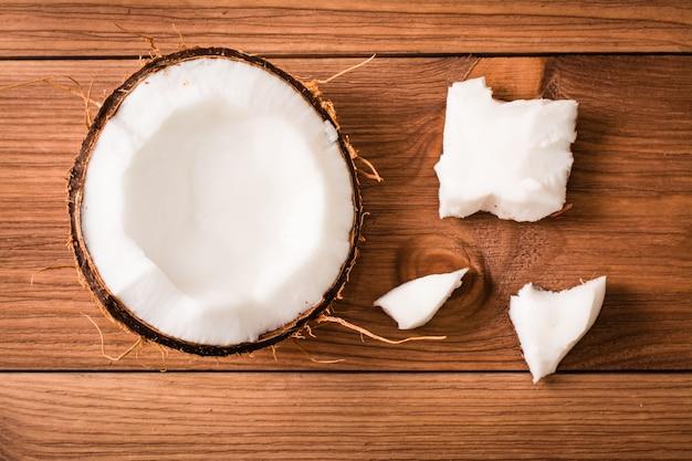 Pulp van kokosnoot op een houten, hoogste mening
