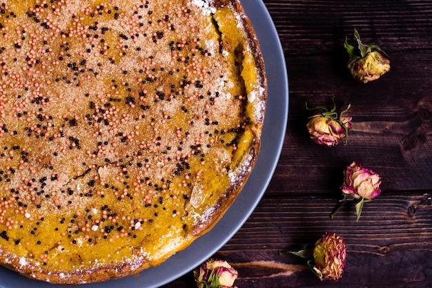 Pumpkin pie flat lay, traditioneel thanksgiving-dessert,