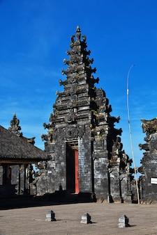 Pura besakih-tempel op bali, indonesië