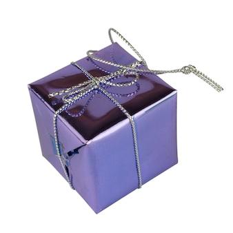 Purple van dooskerstmis op witte achtergrond wordt geïsoleerd die