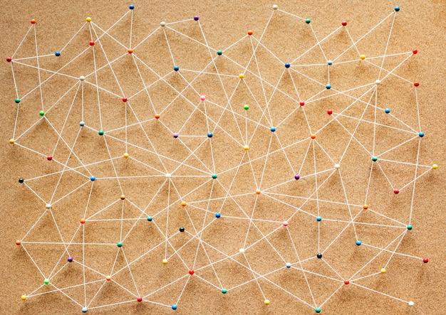 Push pins verbonden lineaire netwerkachtergrond