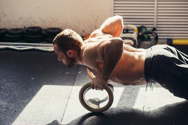 Push-up met gymnastische ringen