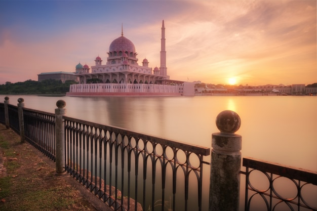 Putra moskee uitzicht bij zonsopgang