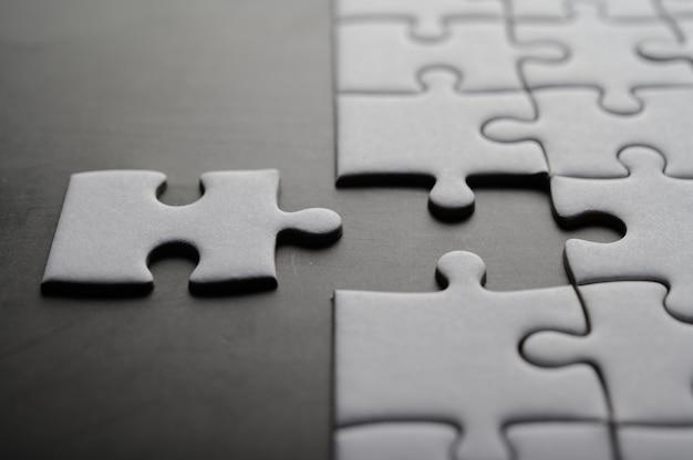 Puzzel met ontbrekend stuk. puzzelstukjes ontbreken