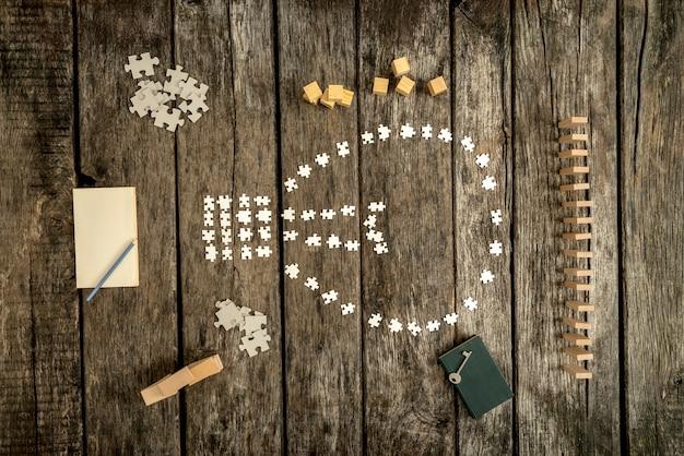 Puzzelstukken in de vorm van een gloeilamp