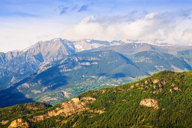 Pyreneeën in zonnige dag. huesca, aragon