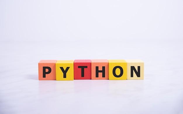 Python programmeertaal woord concept. qa-concept.