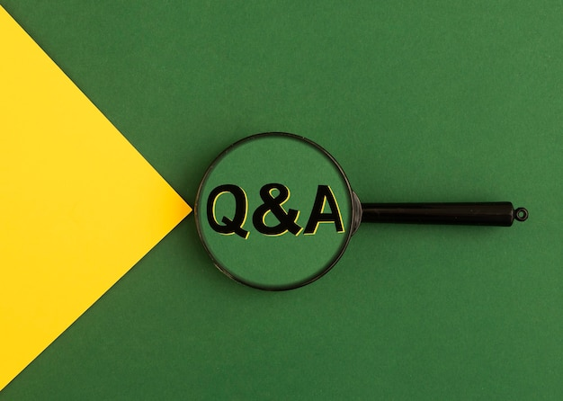 Qa vragen en antwoorden acroniem qna tekst door vergrootglas