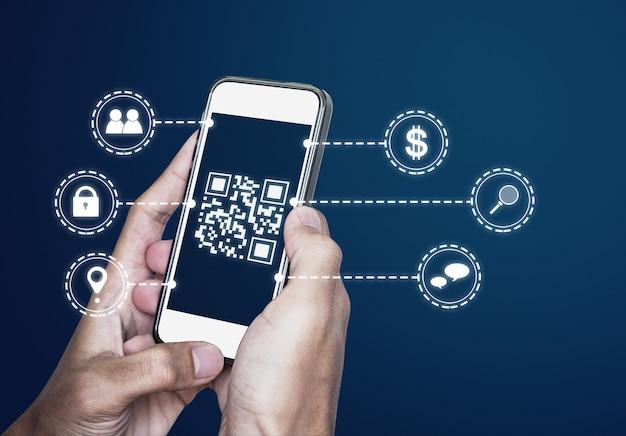 Qr-codetechnologie scannen van betaling en id-verificatie door qr-code op mobiele smartphone