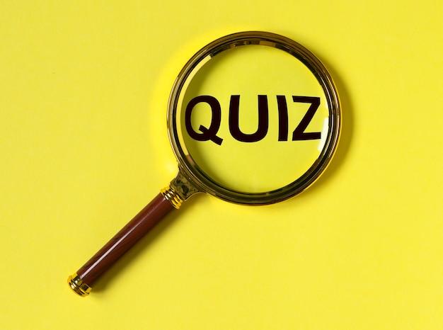 Quiz of quizzwoord, inscriptie, leuk spel met vragen.