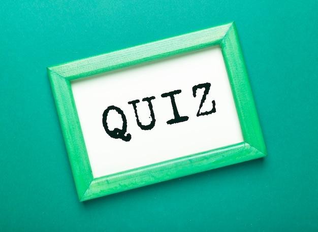 Quizwoord, inscriptie. vraagspel en zoektochtconcept.