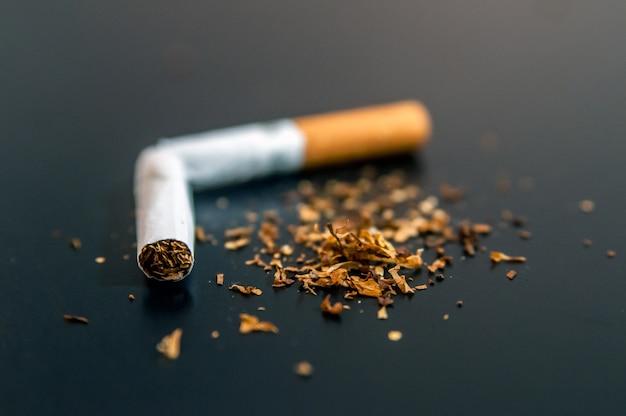 Quotatie van nicotine en tabak verslaving abstract concept. kopieer s