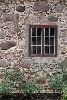 Raam in het oude huis