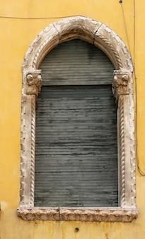 Raam uit verona, italië