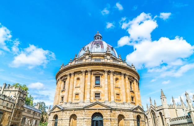 Radcliffe camera en all souls college aan de universiteit van oxford. oxford, vk