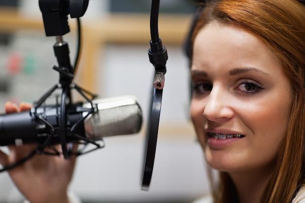 Radio-host poseren