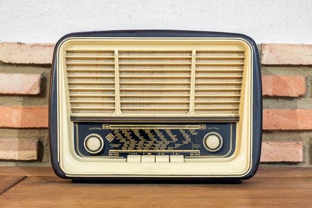 Radio van de vorige eeuw, het zijn authentieke relikwieën die nog steeds werken