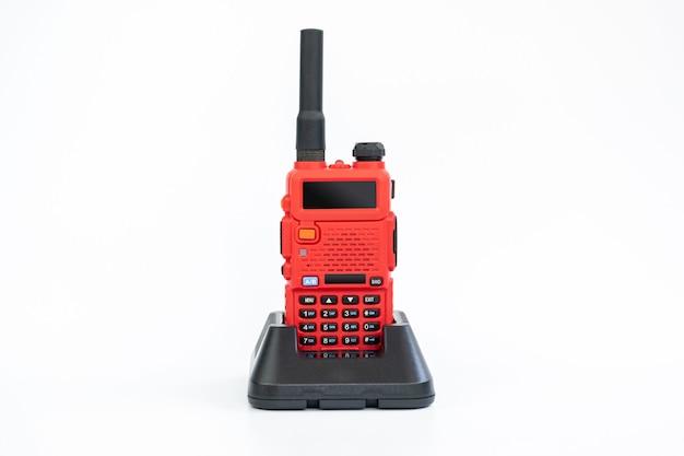 Radiocommunicatie en oplader voor algemeen gebruik in diverse branches zoals beveiliging.