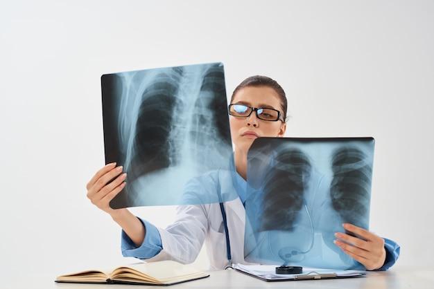 Radioloog in de kliniek gezondheidsdiagnostiek xray