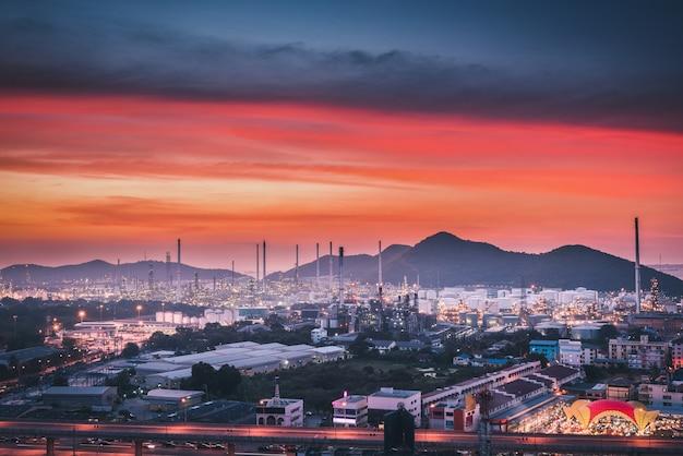 Raffinaderij voor ruwe olie en gas voor de petrochemische productie