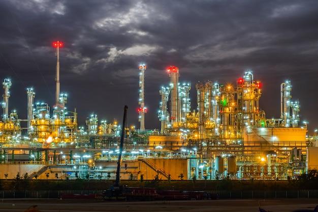Raffinaderijoli en gasindustrieel bedrijf Premium Foto