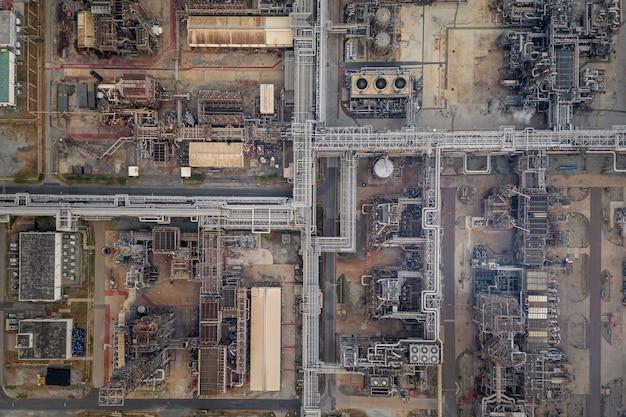 Raffinaderijolie en de fabrieksstreek van de aardolieindustrie in de lucht hoogste mening van thailand