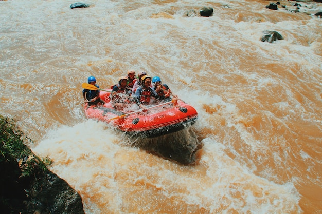 Raften op de rivier