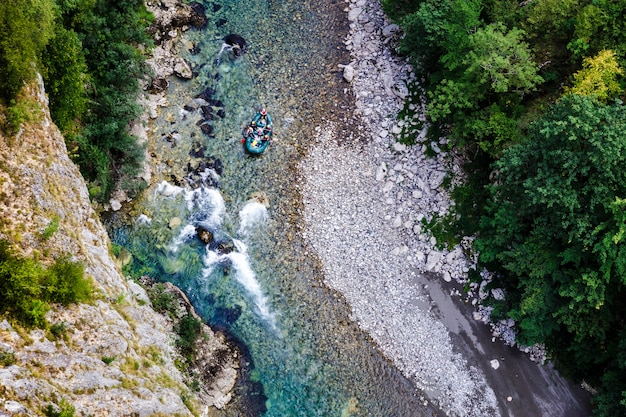 Raften op een bergrivier