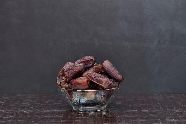 Ramadan kareem gedroogde dadelpalmvruchten