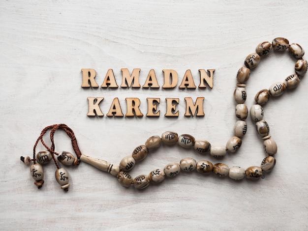 Ramadan kareem. mooie kaart. geïsoleerde achtergrond, close-up