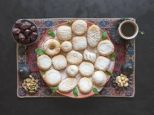 Ramadan snoepjes. koekjes van el fitr islamic feast. arabische koekjes maamoul.