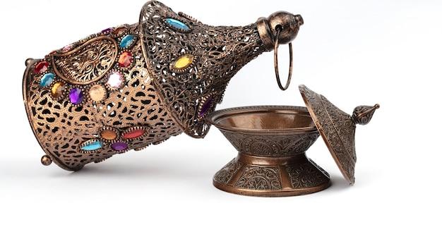 Ramadansamenstelling met gebedskralen en plaat