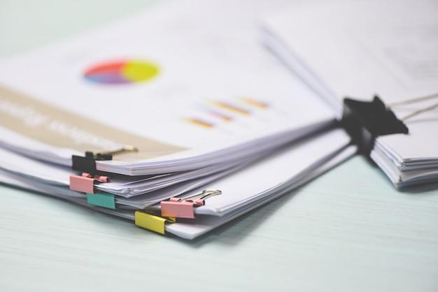 Rapport papieren document aanwezig financieel en zakelijk rapport