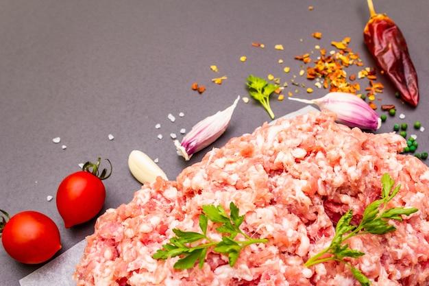 Rauw gehakt varkensvlees.