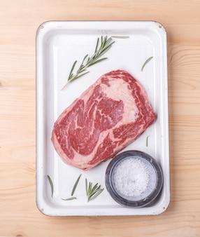 Rauwe biefstuk ribeye
