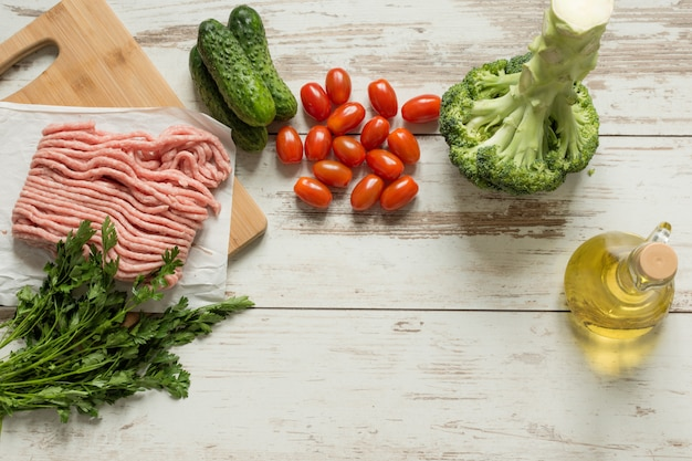 Rauwe biologische groenten voor gezond eten bovenaanzicht.
