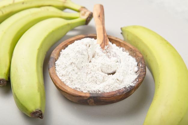 Rauwe en gedroogde groene bananen, weegbree-meel, resistent meel, prebiotisch voedsel, darmgezondheid