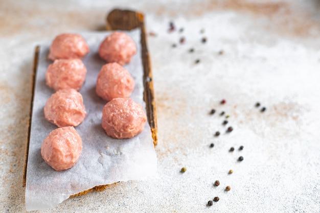 Rauwe gehaktballen gehakt varkensvlees rundvlees lam kippenvlees kotelet