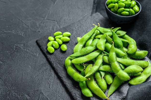 Rauwe groene edamame sojabonen