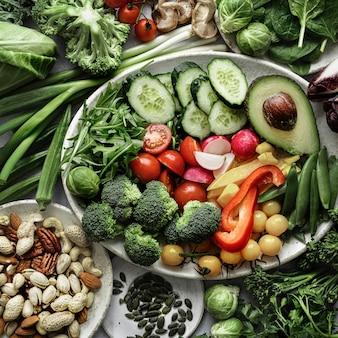 Rauwe groenten en noten plat voedselfotografie