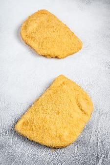 Rauwe kip cordon bleu schnitzels