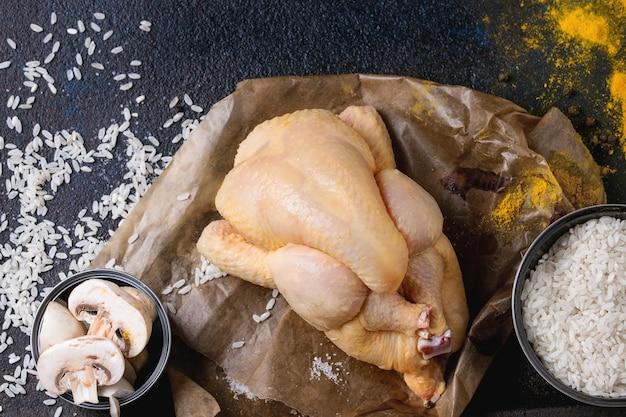 Rauwe kip met kruiden en rijst