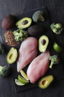 Rauwe kippenborsten met groenten