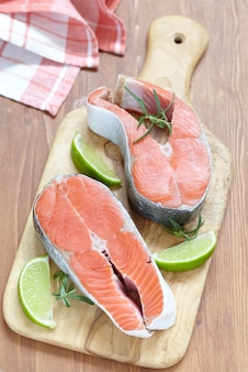 Rauwe rode zalm steaks