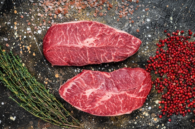 Rauwe schouderbladen, steaks van rundvlees