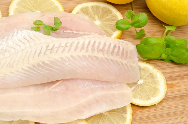 Rauwe visfilets met citroen