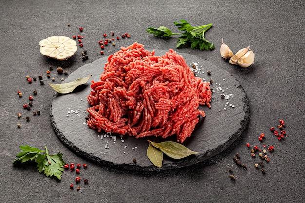 Rauwe vleesproducten, verschillende delen van het lichaam