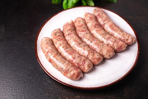 Rauwe worstjes vlees varkensvlees rundvlees idee kip lam vers gedeelte kant-en-klaar maaltijd snack