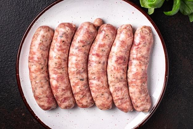 Rauwe worstjes vleesloos soja tarwe groentesnack eiwit seitan vegetarisch of veganistisch tussendoortje