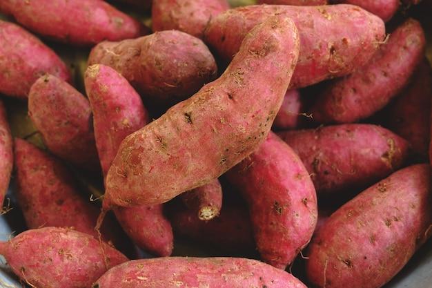 Rauwe zoete aardappel.